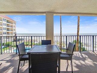 Bright and spacious condo w/beach and ocean views, shared pool & basketball