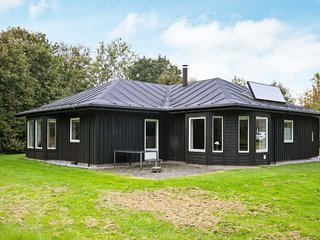 Albaek Holiday Home Sleeps 8 with WiFi - 5060866