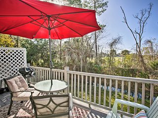 NEW! St. Simons Townhome w/ Pool Access & Patio!