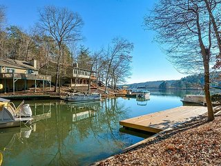 Fisherman's Cove - Lakefront Cottage in gated community in the N GA Mountains