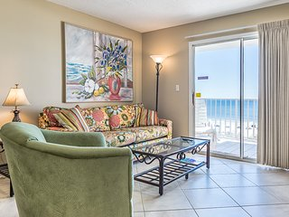 Quaint Gulf front condo with outdoor pool, hot tub, sun deck - central location