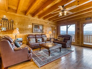 Beautiful log cabin with stunning mountain views, private hot tub, & shared pool