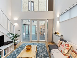 Modern & Bright 1-Bed Apartment in Stratford, London