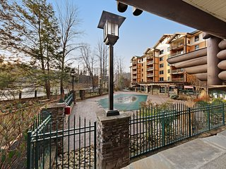 Wonderful downtown condo w/ fireplace & shared pool, hot tub & fitness room!