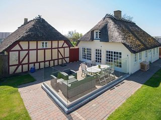 Juelsminde Holiday Home Sleeps 6 with WiFi - 5039302