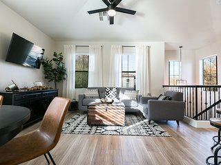 Restyled Rustic-Urban Gilbert Heritage District Townhouse