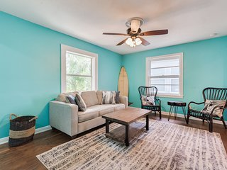 Max's Cottage by the Pleasure Pier. Beach across the street. Sleeps 8.