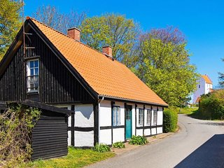 Ulstrup Holiday Home Sleeps 6 with WiFi - 5039875