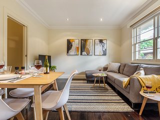 StayCentral on George - East Melbourne, beautiful area, near city, trams, trains