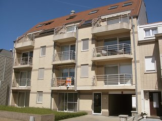 Bredene Apartment Sleeps 4 with Air Con and WiFi - 5061399