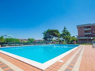 Lido delle Nazioni Apartment Sleeps 6 with Pool - 5825358