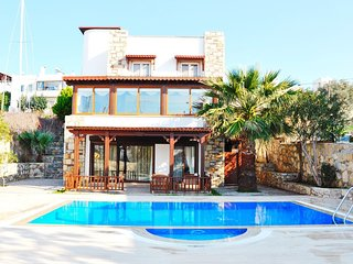 Ortakent Villa Sleeps 9 with Pool and Air Con - 5824588