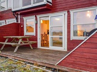 Beautiful apartment in Hellesøy w/ 3 Bedrooms (N20447)
