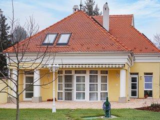 Awesome home in Balatongyörök w/ Indoor swimming pool, Sauna and 3 Bedrooms (U