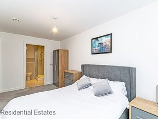 Residential Estates - Halo House Apartments sleeps 6