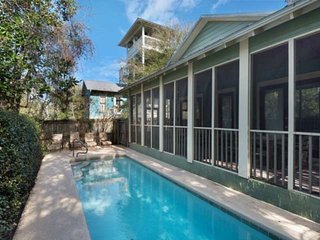 Charming Beach Cottage-Private Pool-Screened in Porch-Walking Distance to Shops