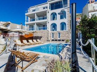 Villa Capitano - Two Bedroom Apartment with  Sea View (CRNI)
