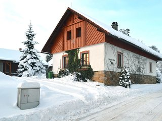 Uhlejov Holiday Home Sleeps 22 with Pool and Free WiFi - 5783414