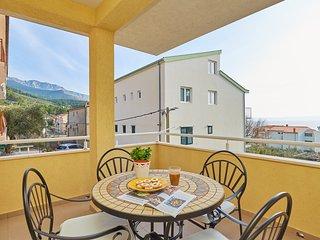 Apartments Zelic Tucepi  Yellow Apartment