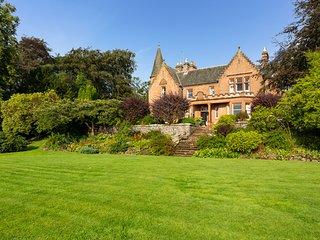 Lanark Chateau Sleeps 24 - 5217550