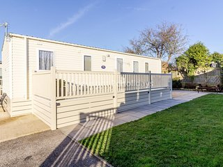 Stunning 6 berth caravan for hire with decking at Manor Park ref 23075S