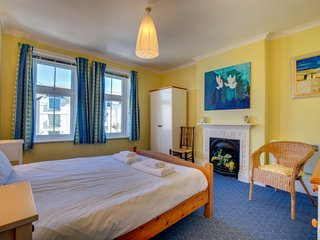 Padstow Holiday Home Sleeps 10 with WiFi - 5581810