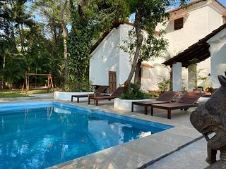 VILLA LOU 1903 Old Portuguese House with Pool 15 minutes to Anjuna beach