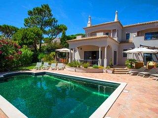 Vale do Lobo Villa Sleeps 8 with Pool Air Con and WiFi - 5607879