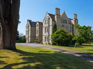 Shapwick Chateau Sleeps 22 - 5217603