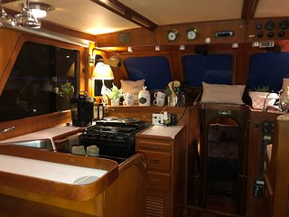 'Lucky Find' Troller Clean Comfortable Boat in an amazing Marina