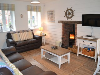 NEW - Wren Cottage - beautiful cottage sleeping 5, pool, gym, wifi, beach nearby
