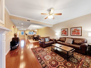 Serene condo w/ a private balcony & views! Quick access to top attractions!