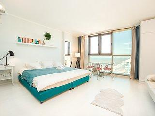 Sunny sea view studio