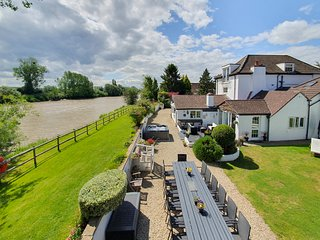 Westbury on Severn Chateau Sleeps 30 with Pool - 5644355
