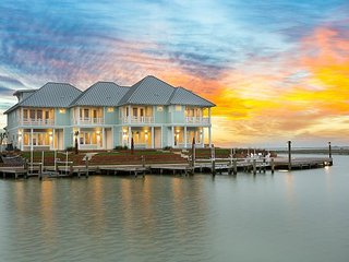 Charming Bayfront 4BR w/ Patio - Pool, Fishing Pier & Fire Pits