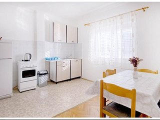 Metajna Apartment Sleeps 6 with Air Con and WiFi - 5811481