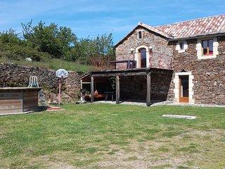 Maison individuelle avec terrain, dans un Hameau authentique en Pierre du Pays.