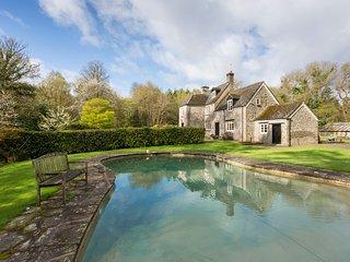 Blakeney Villa Sleeps 14 with Pool - 5217815