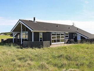 Renden Holiday Home Sleeps 9 with WiFi - 5658102