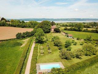 Oldbury-on-Severn Villa Sleeps 10 with Pool - 5605897