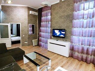 One bedroom. 6 Zankovetskoi St. Near a Khreschatyk