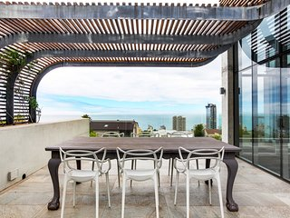 Three Anchor Bay Villa Sleeps 10 with Pool and Air Con - 5577156