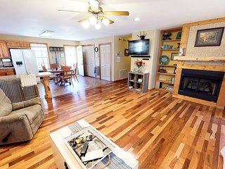 Tranquil STAR White River Cabin, Direct River Access Amazing Views Pet Friendly