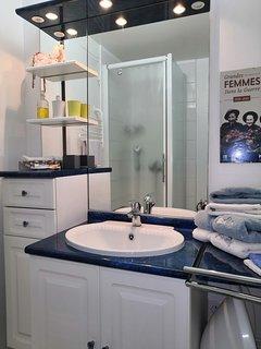 Gîte La Cour Bonhomme salle de douche