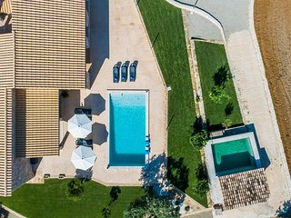 Ariany Holiday Home Sleeps 8 with Pool Air Con and WiFi - 5828067