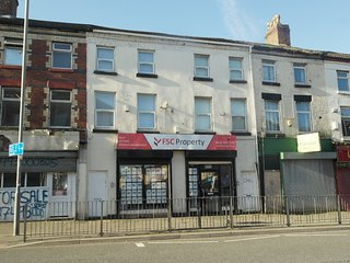 2 Bedroom Luxury Apartment within walking distance to LFC