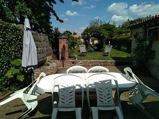 Maison de bourg et son jardin 4/6 personnes à 10 mn du Puy du Fou