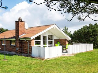 Midtby Holiday Home Sleeps 8 with WiFi - 5425230