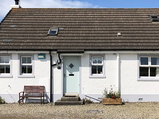 Portballintrae Cottage with sea views - near the Giant's Causeway