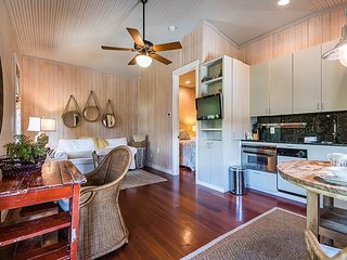 Uncorked Carriage House- Perfect Location for A Quaint & Cozy Getaway!